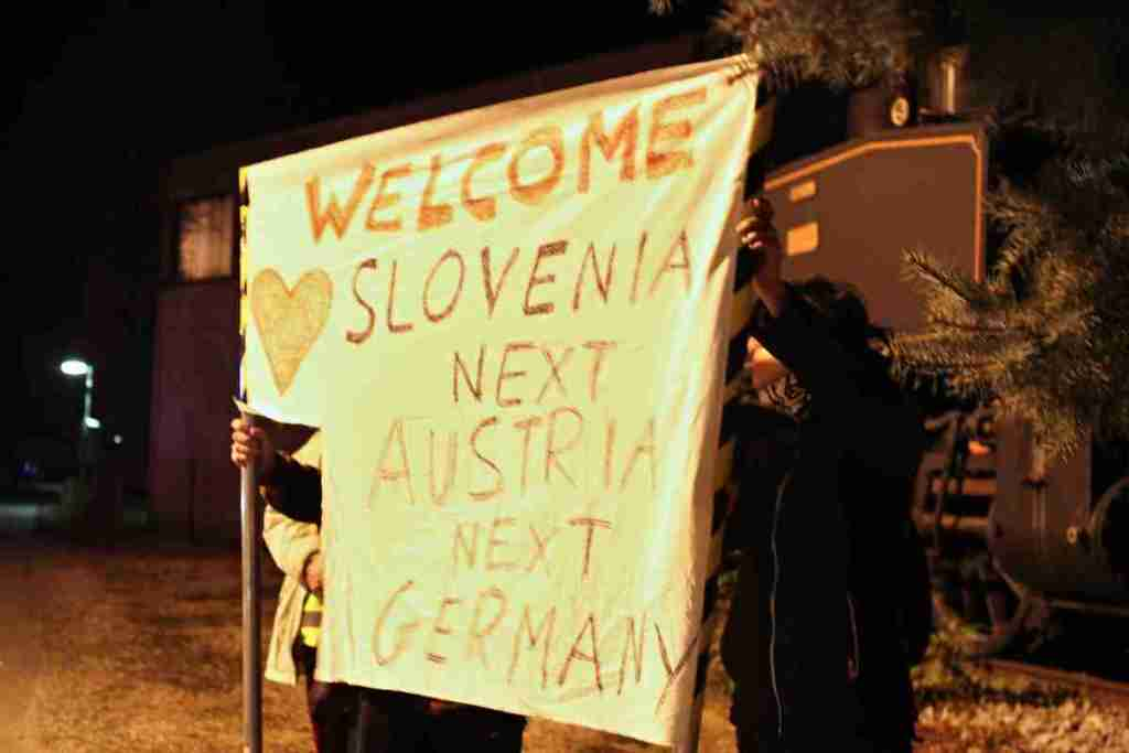 We welcome the refugees in Dobova with a transparent