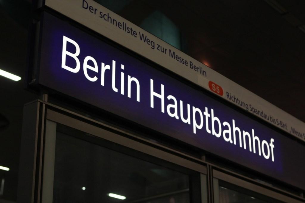Abfahrt von Berlin Hauptbahnof...