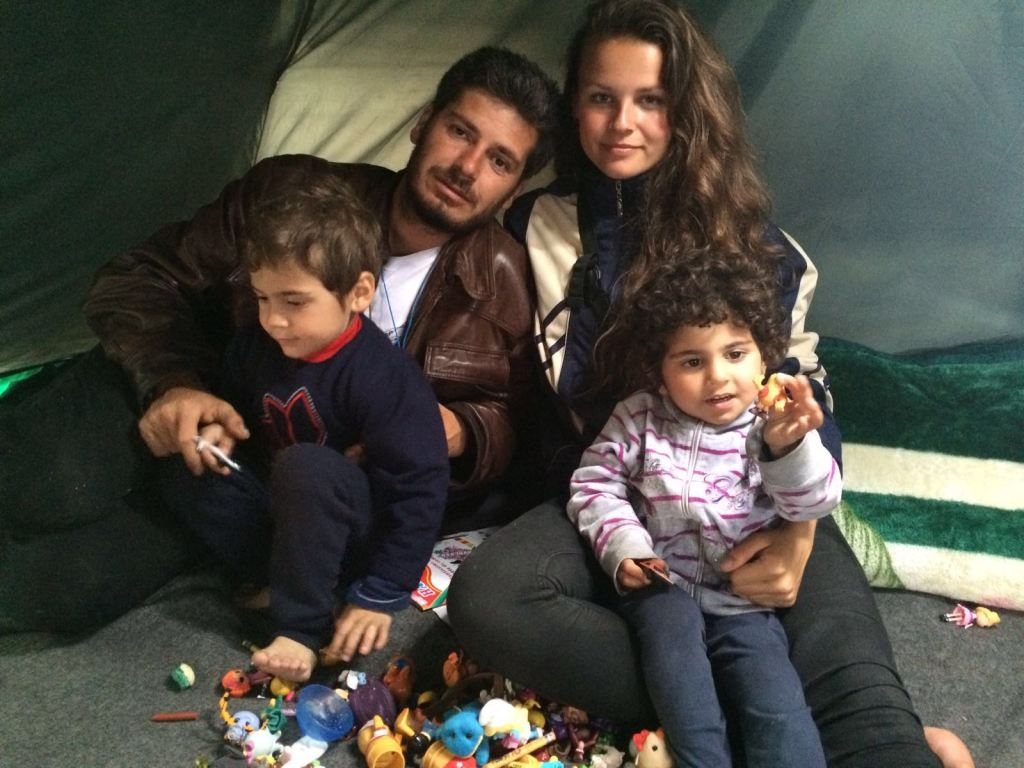 Florentine with a family in Idomeni