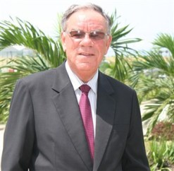 Prof, Dr Hickman 086 (300 x 294)