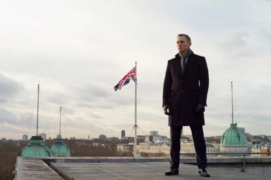 skyfall 4 daniel craig bond feat Eying a particular piece... what should you do?