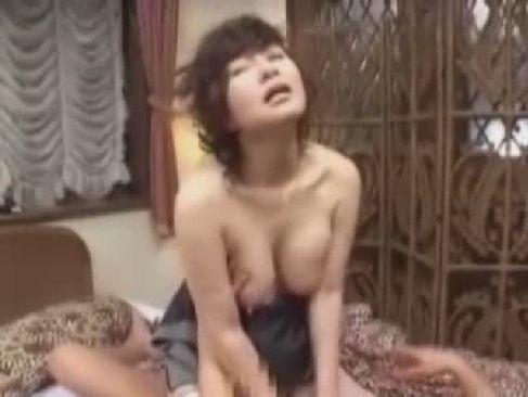 新任の可愛い女教師がヤンキー達に輪姦される!どんなに号泣しても行為は終わらない無理矢理犯している動画
