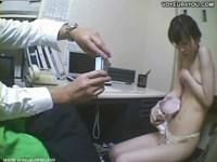 万引きした貧乳素人娘が鬼畜店長におまんこを犯される姿を防犯カメラが一部始終撮っていたれイプ動画 本物無料