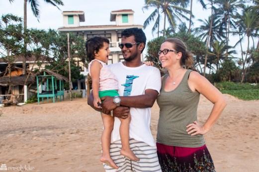 Merete Lund og familien i Hikkaduwa
