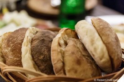 Brot im Kafana Fragezeichen