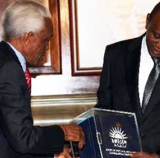 Former chairman of TJRC ,The Late Bethwel Kiplagat hands over the commission's report to president Uhuru Kenyatta. Some recommendations by the commission are yet to be fulfilled.Picture:courtesy