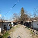 Izbjegli Hrvati u Hercegovini više od 20 godina žive u barakama ispod kreveta 'navrate' im zmije i miševi