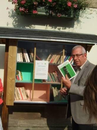 Bernard Godfroy a déposé un livre dans l'armoire installée côté rue de la Xavée
