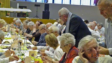 16 Mr le Maire salue les convives (2)