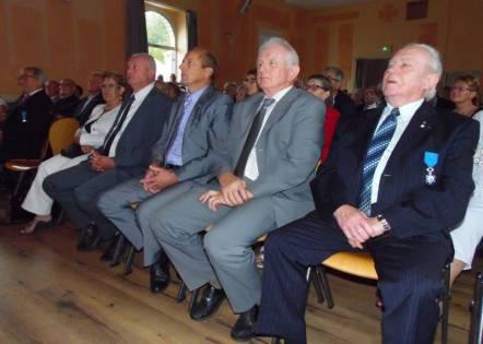 De nombreux élus au premier rang.