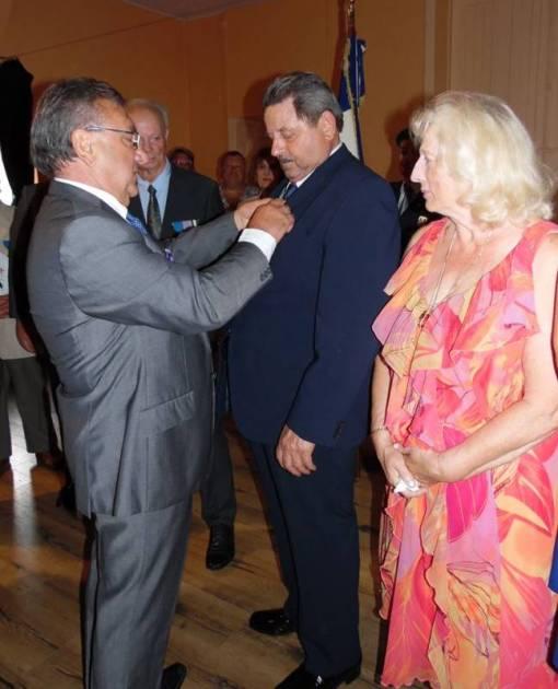 La décoration a été remise par Oswald Calegari, président départemental des anciens combattants UNC-AFN.