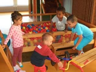 Les petits au groupe scolaire du Rhumont
