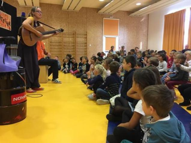 Spectacle Ecole de Révillon (1)