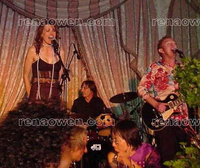 Lucy Lawless (Xena) entertains the audience with her singing
