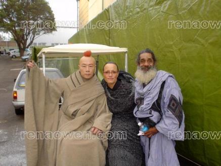 Rena in Nee Alavar costume with co-stars Kee Chan (Malle Dee) & Warren Owens (Fang Zar)