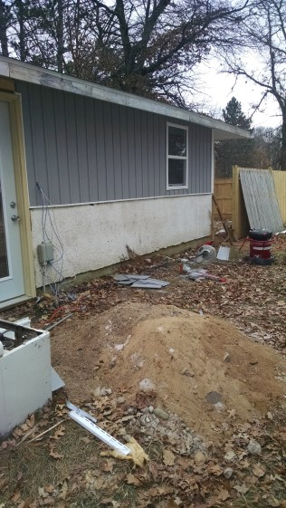 No I didn't take a picture of that big pile of dirt I hauled out of the basement - actually I took this picture so you guys could see the new siding :) Doesn't it just make that stucco look awful? lol