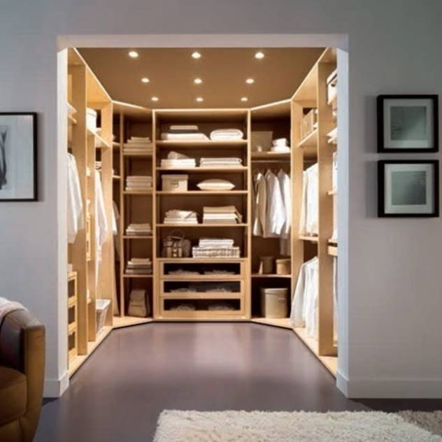Walk in Wardrobe by Capital : Wardrobes & drawers by Capital Bedrooms and Kitchens