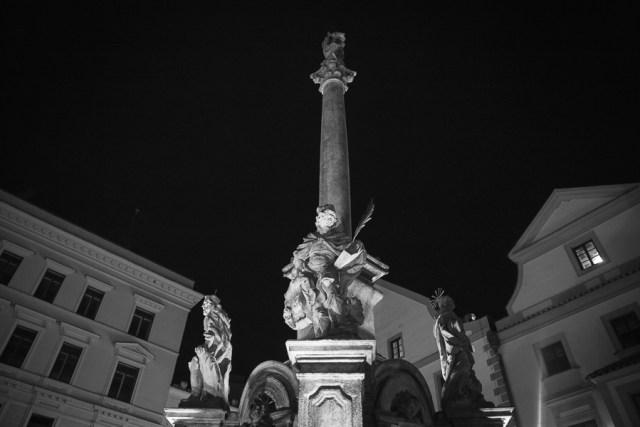Чески Крумлов, стелла на центральной площади, 2012