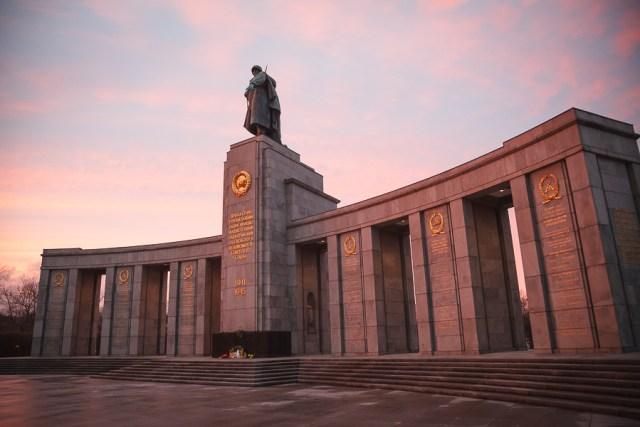 Памятник русскому солдату, достопримечательности Берлина