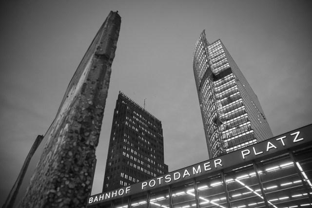 Остатки Берлинской стены на Постдамер плац, достопримечательности Берлина