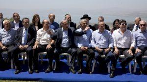 Netanyahou et son gouvernement en terrain illégalement conquis sur le plateau du Golan le 17.04.16. Une première depuis la guerre des 6 jours.