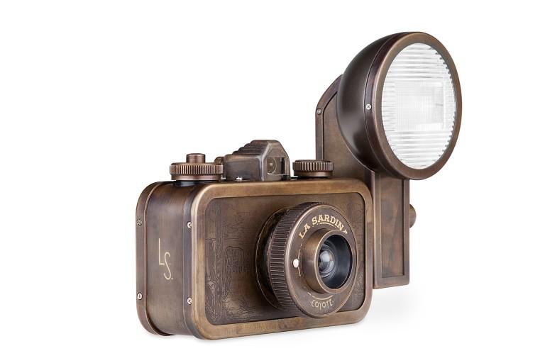 la-sardina-camera, flash-coyote, lomography