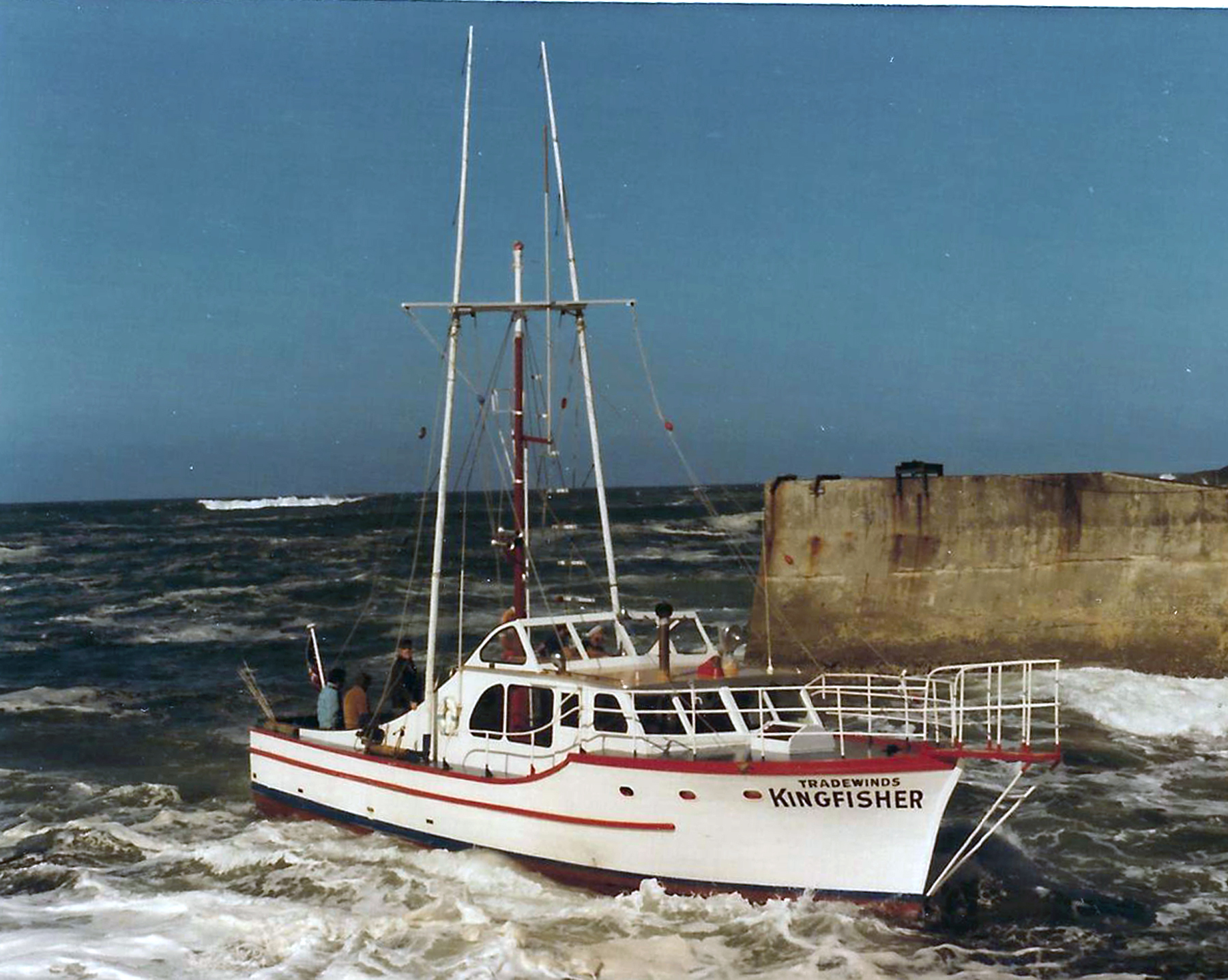 Demise of depoe bay s historic boat tradewinds kingfisher for Depoe bay fishing charters