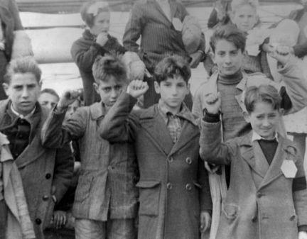 Enfants évacués.