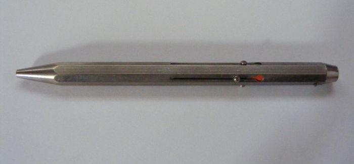 Retro tárgyak: négyszínű toll