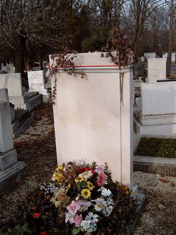Így néz ki Kabos Gyula síremléke