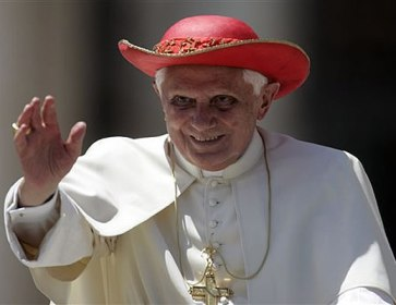 pope_saturn_hat