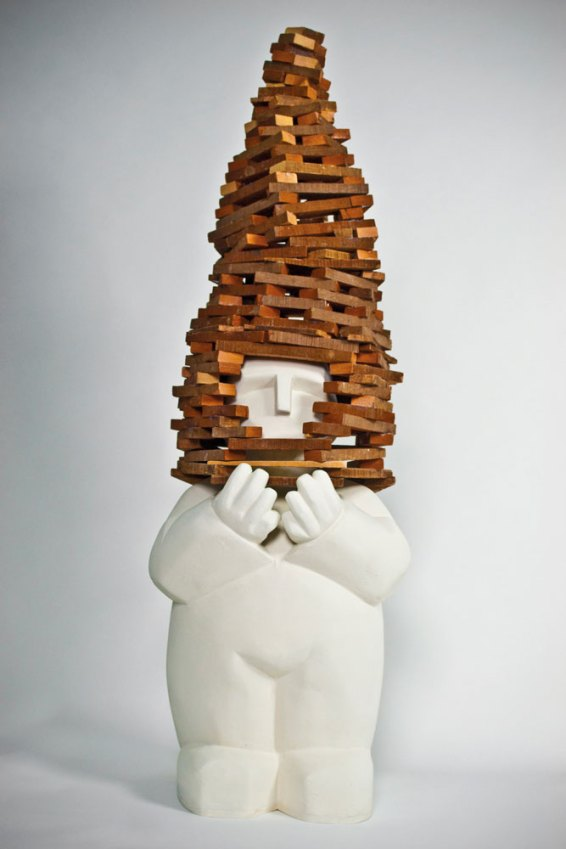Quemar la casa - Cemento blanco, cuarzo y maderas, 80X35X35cm