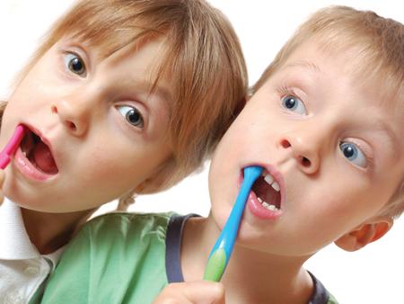 criancas, lavar os dentes 4501x338ok