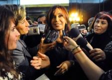 La presidenta Cristina Fernández de Kirchner con periodistas.