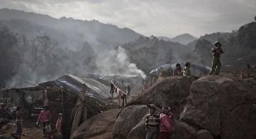 Campo de refugiados Je Gau Pa, uno de los campos más remotos localizado en las altas montañas del noreste de Birmania. Este campo montado bajo condiciones extremas y precarias da refugio a dos mil de los 75 mil desplazados de las zonas de conflicto en el estado de Kachin.