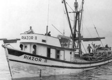Barco de los emigrantes de Chimbote, bautizado con el nombre de una playa gallega