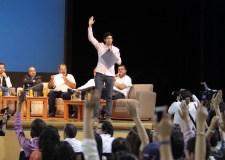 Pedro Kumamoto en el foro de debates organizado en el ITESO con candidatos a diputados. Foto © Equipo de Campaña.