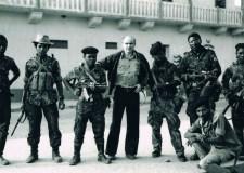 Ryszard Kapuściński en uno de sus viajes por el continente africano. Foto tomada de El País.