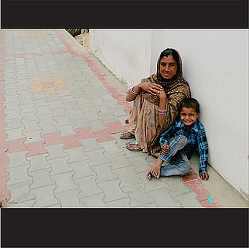 """Título: """"Largo será el camino I"""" Autor: Luis Fores Técnica: fotografía Lugar: Deli País: India"""