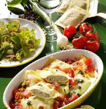 Hausmannskost: Maultaschen mit Fleischfüllung in Tomaten-Sauce