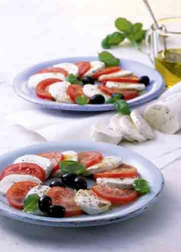 Caprese mit Basilikum-Tomaten Foto: Wirths PR/Zott