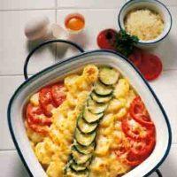 Auflauf mit Tomaten und Zucchini