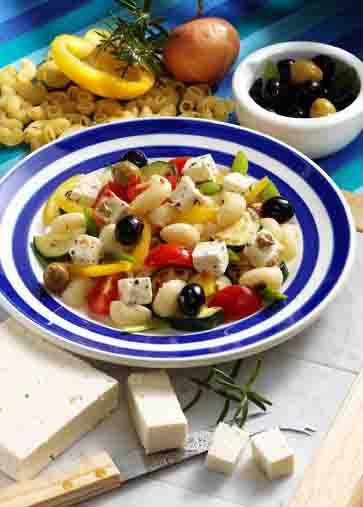 Nudel-Rezepte: Nudelsalat mit Feta & Oliven Foto: Wirths PR