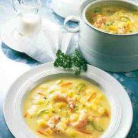 Kartoffelgerichte: Sahnige Kartoffelsuppe mit Krabben