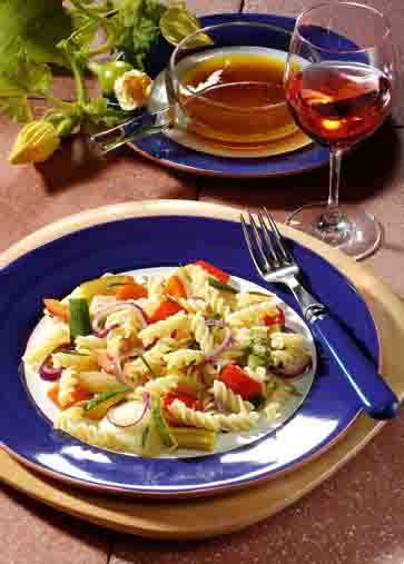 Nudel-Rezepte: Warmer Nudelsalat mit Balsamicodressing Foto: Wirths PR