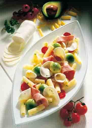 Nudel-Rezepte: Röhrchen mit buntem Salat Foto: Wirths PR