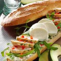 Snacks & Fingerfood: Baguette Baguette mit Hähnchenfilet und Avocado