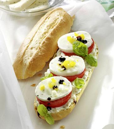 Mozzarella-Basilikum-Baguette Foto: Wirths PR