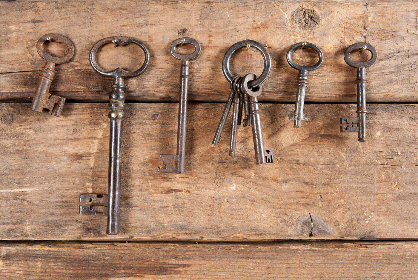 bigstock-Rusty-old-keys-hanging-against-68247856 (1)