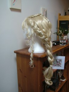 Left side Daenerys wig.